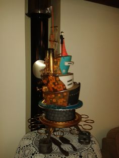 Side view, showing the two aspects of the cake...