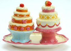 Cupcake Sundae Salt and Pepper Shakers with Holder Jazz up the decor in your kitchen and home with this functional pair of earthenware salt and pepper shakers. The set meaasures inches tall by 2 Salt N Peppa, How To Stack Cakes, Pineapple Upside, Salt And Pepper Set, Teapots And Cups, Salt Pepper Shakers, Christmas Candy, Cookie Jars, Earthenware