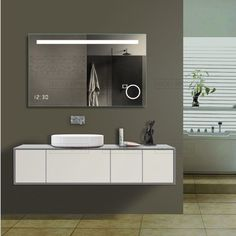 Ce miroir LED est parfait. Horloge intégré, Eclairage, miroir grossissant, système anti-buée chauffant. Fini les retards et les chiffons pour essuyer le miroir à la sortie de la douche.