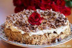 Daimkake med mandelbunn. En helt herlig kake som anbefales til helgen!