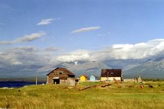 http://freecabinporn.com/post/42444406115/fishing-huts-near-nizhneangarsk-on-northern-shore
