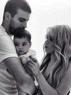 jajajjaja qué graciosos los ojitos del bebé de Shakira y Piqué | PeopleenEspanol.com