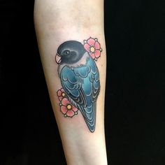 #inseparable #agapornis #parrot #flowers #tattoowork #coloredtattoo #neotraditional #neotradtattoo #fullcolor #arianetattoo #mudtattoo #nantes by ariane_tattoo http://www.australiaunwrapped.com/
