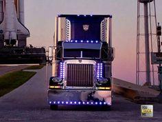 This is a good lookin' truck Big Rig Trucks, Heavy Duty Trucks, Show Trucks, Old Trucks, Pickup Trucks, Peterbilt 359, Peterbilt Trucks, Custom Big Rigs, Custom Trucks