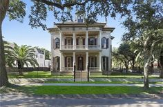 Victorian owned by Anne Rice 3711 Saint Charles Ave, New Orleans, LA 70115 Mansion Global, Modern Mansion, Abandoned Mansion For Sale, Abandoned Mansions, New Orleans Homes, New Orleans Mansion, Mansion Interior, Second Empire, Mansions For Sale