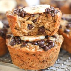 Peanut Butter Banana Baked Oatmeal Cups are a delicious treat perfect for breakfast, snacking, and on-the-go. Add these to your meal prep lineup for an easy, pre-made hunger fix! Peanut Butter Muffins, Peanut Butter Oatmeal, Healthy Peanut Butter, Peanut Butter Recipes, Banana Oatmeal Muffins, Baked Oatmeal Cups, Baked Banana, Bon Dessert, Dessert Recipes