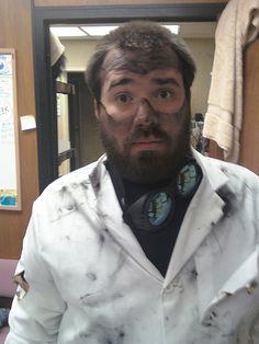 How to make a crazy scientist costume - Halloween Ideas 2018 Teacher Halloween Costumes, Halloween Science, Hallowen Costume, Fete Halloween, Halloween Outfits, Halloween Ideas, Halloween 2014, Adult Halloween, Halloween Makeup