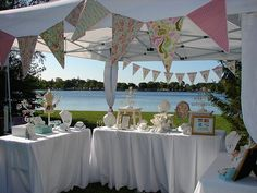 I wanna have craft tents and booths at my reception, where ppl sell stuff, perform and give out free stuff like at a festival or convention!