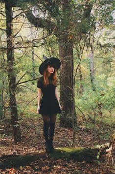 Halloween Outfits, Cheap Halloween Costumes, Halloween Party, Cute Witch Costume, Halloween Makeup, Halloween Tumblr, Devil Costume, Vintage Halloween, Halloween Fashion