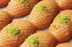 Usbu Zainab (Zainab fingers) Iftar is never complete without serving Usbu Zainab as a dessert! Baby Food Recipes, Beef Recipes, Vegetarian Recipes, Dessert Recipes, Desserts, Lebanese Recipes, Turkish Recipes, Spring Roll Pastry, Turkish Sweets