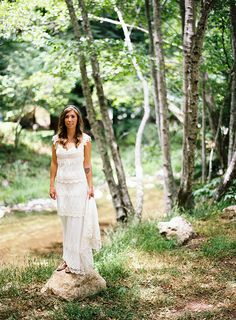 Riverside bridal portraits at this laid-back woodsy Big Sur Wedding by @ryanflynnphoto featured on magnolia rouge. www.ryanflynnphotography.net.