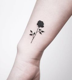 Do you want to get black rose tattoos? I tolk about black rose tattoo designs and meanings. Trendiest rose tattoo ideas for men and women. Hand Tattoos, Rose Tattoo Hand, Rose Tattoos On Wrist, Cool Tattoos, Sexy Tattoos, Pretty Tattoos, Fashion Tattoos, Creative Tattoos, Sleeve Tattoos