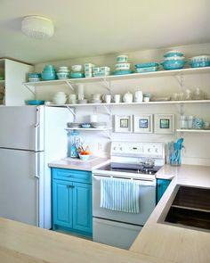 floating fridge, cottage look, open shelves, painted cabinets