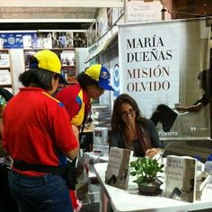 Entre la intensa mezcla de sentimientos y opiniones en estos agitados días venezolanos, tiempo para hablar de libros en la FILVEN con Mariarcila Matute. y firma posterior para lectores de todos los ámbitos y posiciones.