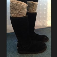 UGG Women Knightsbridge Black My favorite UGGs of all time. Good condition and super cute. The zipper in the back is the best part it alters different grays and silvers. UGG Shoes Winter & Rain Boots