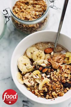 Make breakfast interesting with this mouth-watering healthy homemade granola recipe decked out with yogurt and berries. The ultimate yogurt parfait! Clean Eating Snacks, Healthy Snacks, Healthy Eating, Healthy Recipes, Healthy Fit, Healthy Breakfasts, Healthy Soup, Weight Loss Tea, Weight Loss Meal Plan