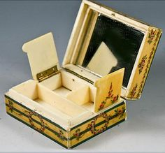 Antique French Patch Box, Boite a' Mouche, Vernis Martin, Purse c. 1750-1820. Could have been used for sewing, Patch Box.