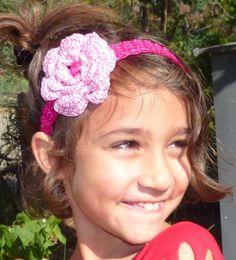 Bandeau fleur serre-tête ajustable, fait au crochet en couleur fuchsia, grosse fleur rose, coeur de la fleur fuchsia : Mode filles par croc-ki-croque