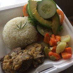 Justo a tiempo para pedir despacho a tu casa u oficina @Regrann from @deliveryfood_ -  lomito encebollado ensaladamixta vegetales salteados y arroz blanco  BUEN PROVECHO  #comidacriolla #mgta #margarita #islademargarita #isla #adomicilio #xpress #express #comida #criolla #venezuela #emprender #rico #food #servicio #almuerzo #cena #disfrutalo - #regrann