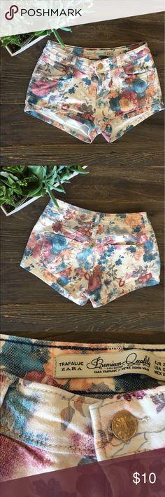 ZARA shorts Vintage floral print, low rise Zara Shorts Jean Shorts