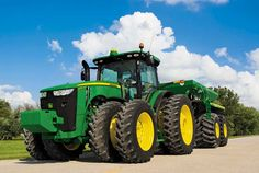 RYANOGRADSKY-This isn't exactly positive media but it is positive technology. John Deer came out with a new series of tractors that have increase power, more power=larger towing objects, and in farming, bigger is better(more efficient) Jd Tractors, John Deere Tractors, John Deere Equipment, Heavy Equipment, John Deere Combine, Tractor Pictures, Tractor Implements, Heavy Machinery, Parcs
