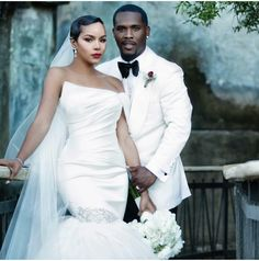 Wedding Poses LeToya Luckett Wedding Final Photo - The singer and her fiancé, Dallas-based entrepreneur Tommicus Walker, tied the knot in a lavish ceremony on Sunday evening in Austin. See their first official photos! Wedding Poses, Wedding Attire, Wedding Dresses, Dream Wedding, Wedding Day, Wedding Tips, Budget Wedding, Wedding Details, Geek Wedding