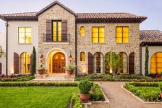 5 Incredible Houses – Edgy Homes Mediterranean Homes Exterior, Luxury Homes Exterior, Exterior Design, Mediterranean Decor, Tuscan Style Homes, Spanish Style Homes, Spanish House, Custom Home Builders, Custom Homes