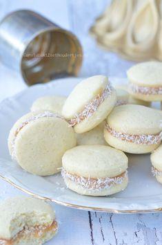 Appelvlaaitjes of appelgebakjes - Carola Bakt Zoethoudertjes Brownie Cake, Pie Cake, Baking Recipes, Cookie Recipes, Baking Bad, Sweet Bakery, Eat Dessert First, Four, Crack Crackers