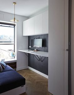 LifeEdited 2 is a prototype micro apartment in New York City created by Graham Hill, founder of popular eco website TreeHugger. Studio Apartment Bed, Micro Apartment, Tiny Apartments, York Apartment, Interior Decorating, Interior Design, Bar Drinks, Square Feet, Graham