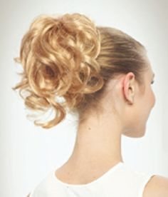 Revlon Clip it Sultry (Tease Maxi) clip on curly pony tail. Luxuriously long yet full of natural looking waves, this ready-to-wear hairpiece looks great secured at the top of the head as a high pony. It fixes into place with a spring-loaded claw clip so it's really secure and natural looking.