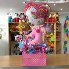 Empezando el día con unicornios  Esto es una caja de regalo, es decir para colocar tu obsequio dentro ✨ HOY, Miércoles 24/01 nos reincorporamos a nuestras actividades ‍ te esperamos! #Joliandgift Balloon Box, Balloon Gift, Balloon Basket, Balloon Bouquet, Unicorn Birthday Parties, Unicorn Party, Birthday Gifts, Balloon Arrangements, Balloon Decorations