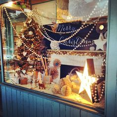 Christmas window display | LITTLE PAPER LANE | www.littlepaperlane.com.au