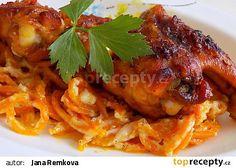 Pikantní kuřecí křídla s mrkvovými špagetami a brynzou recept - TopRecepty.cz