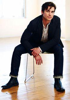 Matthew Bomer: Gets under my collar!!