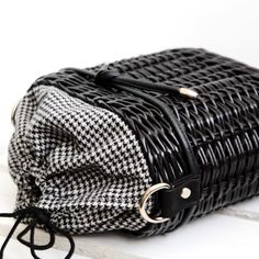 94 вподобань, 7 коментарів – Kate Garmash (@kate_garmash) в Instagram: «Шерлі #crafts #handmade #paperwicker #wickerbag #basketbag #crossbody #crossbodybag #houndstooth…»