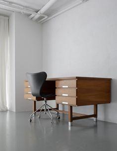 HIKE | 1950年代を中心とした、ヨーローパ・北欧家具(中古家具・ヴィンテージ家具)の販売