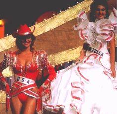 Barbara Palacios en un Imponente Traje de Dama Antañona para el Miss Universe 1986 in Ciudad de Panamá..