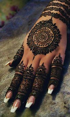 Henna Design Ideas – Henna Tattoos Mehendi Mehndi Design Ideas and Tips Bridal Henna Designs, Mehndi Design Pictures, Unique Mehndi Designs, Mehndi Designs For Fingers, Beautiful Henna Designs, Henna Tattoo Designs, Mehandi Designs, Henna Tattoo Hand, Henna Tattoos