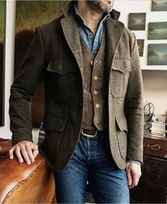 Men's Jackets To Own. Discover some terrific mens fashion. With so much style for men available currently, it can be a overwhelming experience. Nerd Fashion, Big Men Fashion, Fashion Shorts, Fashion Outfits, Rugged Style, Nerd Mode, Norfolk Jacket, Dress Up Jeans, Blue Denim Shirt