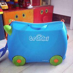 http://www.minityyli.fi/wp-content/2012/07/IMG_43741.jpg    Omamatkalaukku lapselle, tänän päällä voi istuskella ja potkutella odotellessa. Aatin toivelistalla :)