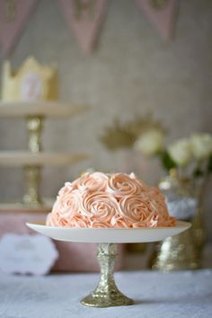 These DIY cake stands with glittered dollar store candlesticks make me ridiculously happy.