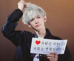 I'm actually diggin his white hair look. But I still think they all looked their best in the Call Me Baby MV
