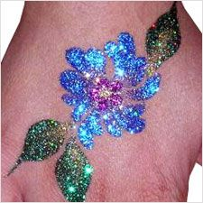 Glitter Tattoo Party Service from Family Friendly Entertainment provides Professional Glitter Tattoo Artists for parties Glitter Flowers, Glam And Glitter, Body Tattoos, Hand Tattoos, Flower Tattoo Hand, Make Up Art, Company Picnic, Creative Art, Tattoo Artists