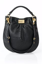 The Classic Q Hiller Hobo is an ideal day-to-day bag and a key accessory to complete a professional, yet casual look Marc Jacobs Tasche, Marc Jacobs Hobo Bag, Marc Jacobs Handbag, Hobo Handbags, Black Handbags, Next Bags, Slouch Bags, Nyc, Day Bag