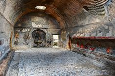 Roman baths in the ancient city of Herculaneum: the rivets in the ceiling trap evaporated water and circulate it back round into the room Ancient Pompeii, Pompeii And Herculaneum, Ancient Ruins, Ancient History, Pompeii Italy, European History, Ancient Artifacts, Ancient Greece, Ancient Egypt