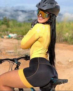 Bicycle Women, Bicycle Girl, Road Bike Women, Female Cyclist, Cycling Girls, Cycle Chic, Bike Style, Sporty Girls, Biker Girl
