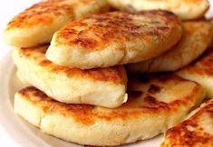 Ингредиенты на 4 порции:-картофель - 1 кг;-шампиньоны - 600 г;-репчатый лук - 1-2 шт.;-мука - 150 г;-подсолнечное масло;-соль, перец;-укроп (для украшения).Время приготовления: 60 минут.Приготовлен…