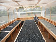 A completed Portable Farms® Aquaponics System before the seedlings or the small fish have been installed. Hydroponic Gardening, Organic Gardening, Greenhouse Gardening, Fish Farming, Vertical Farming, Aquaponics System, Aquaponics Diy, Different Plants, Plant Growth
