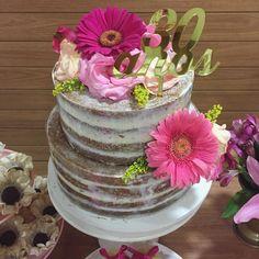 Festa adulto, feminina, 30 anos. Bolo Naked Cake marmorizado.