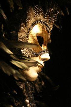 Le masque nettoyant pour la personne avec le charbon et la gélatine
